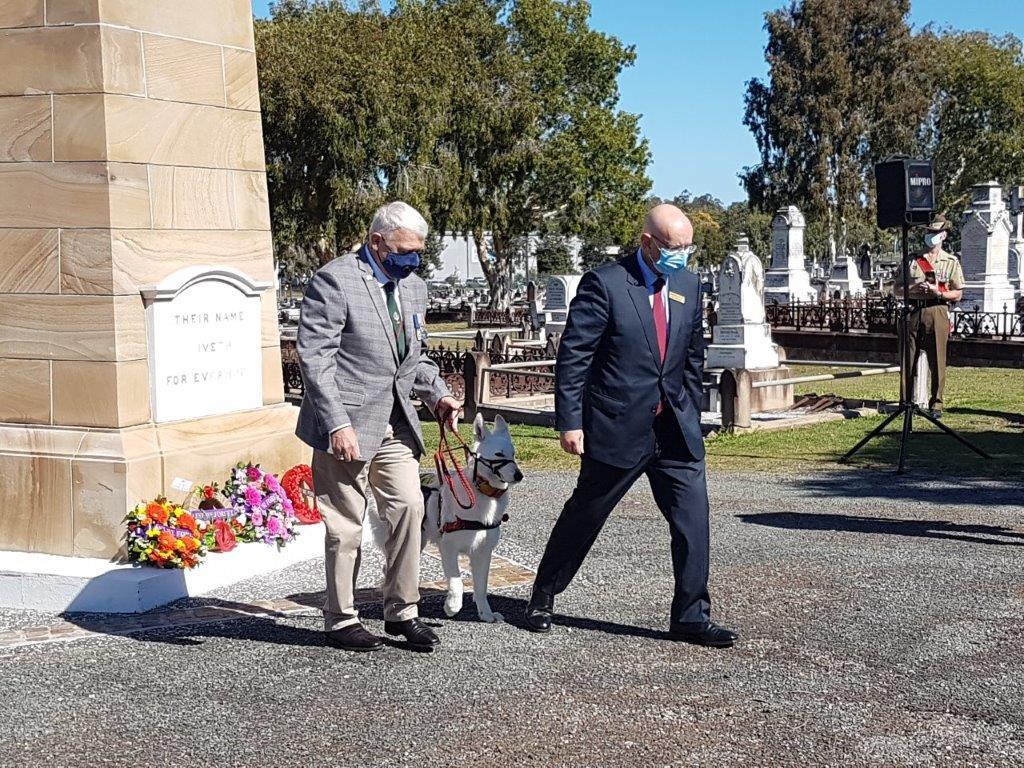 Assoc Member Bill Marklew and Hon Shane Neumann MP Laying Wreath