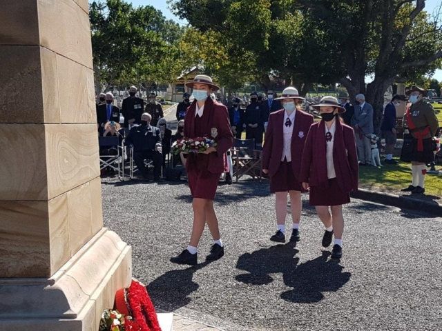 Students of St Mary's Ipswich Laying Wreath